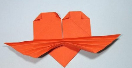 带翅膀爱心的折法图解 手工折纸-第1张