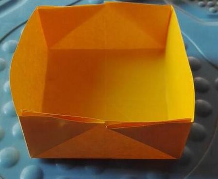 正方形纸盒子的折法步骤 手工折纸-第1张