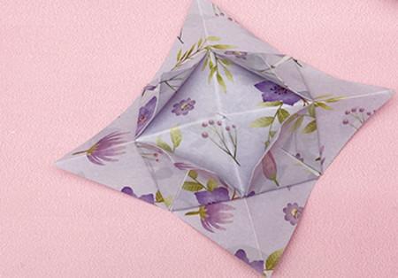四角星折纸步骤图解 手工折纸-第1张